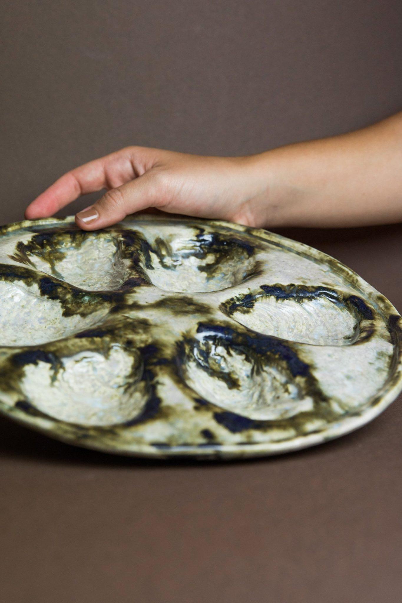 oesterbord van keramiek door Judith Kayser