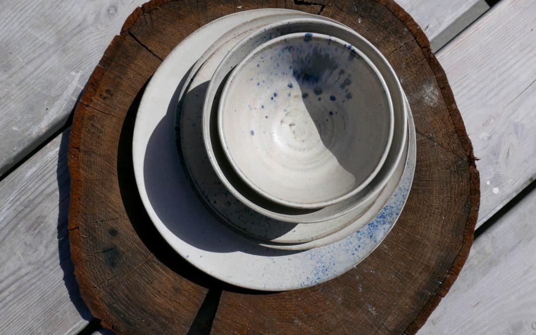 servies mat wit en blauw